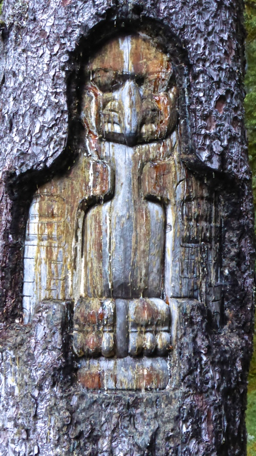 Totem Carving in tree © DY of jtdytravels; P1110743